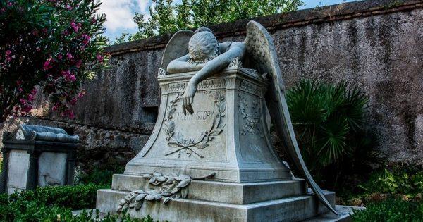 Esta escultura se encuentra en un cementerio romano… ¡Su historia te robará un par de lágrimas!