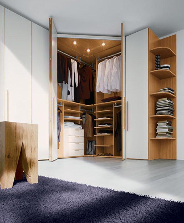 los armarios en forma de esquina liberan el espacio en el dormitorio contribuyen a un descanso perfecto