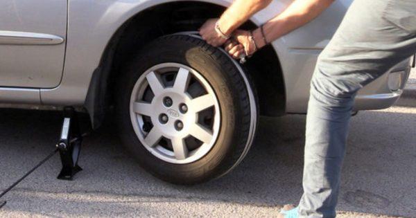 Cómo arrancar un automóvil con una batería descargada