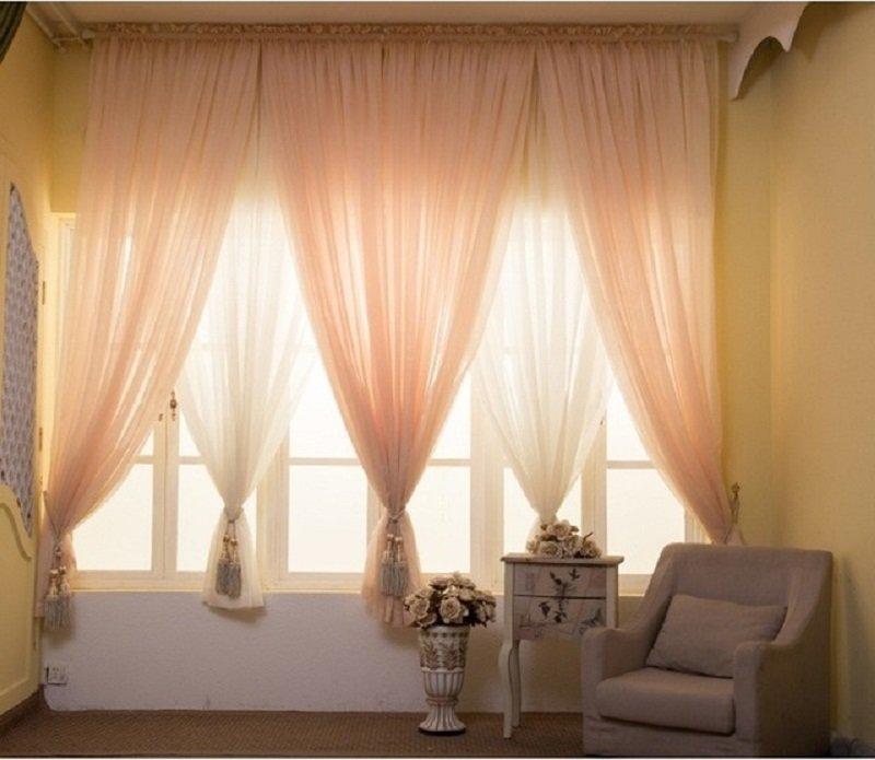 C mo decorar los interiores con tul for Cortinas cortas baratas