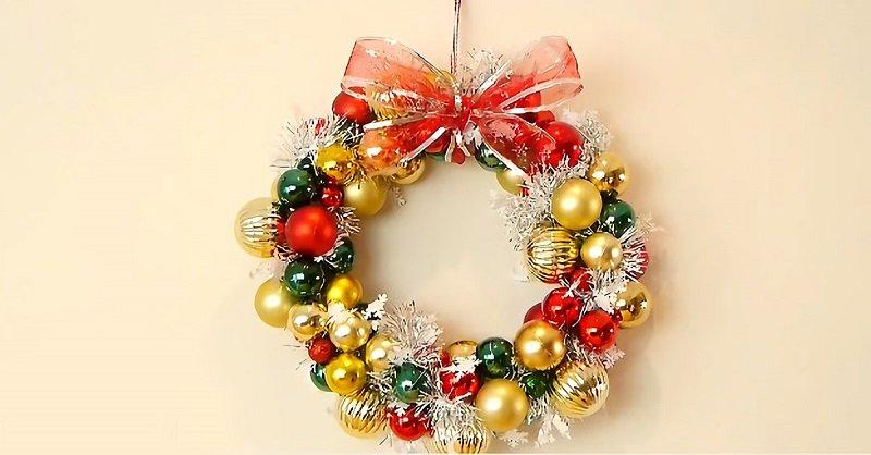 C mo hacer una corona navide a for Como hacer una corona de navidad para la puerta
