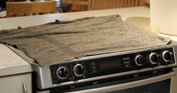 Cinco maravillosos trucos para remover la suciedad de la estufa, con ingredientes naturales…