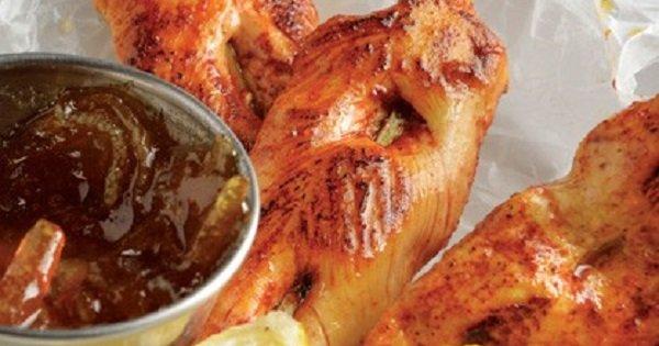 ¡Este plato simplemente no debe faltar sobre tu mesa de fiesta! Brochetas de Pollo al Pastor.