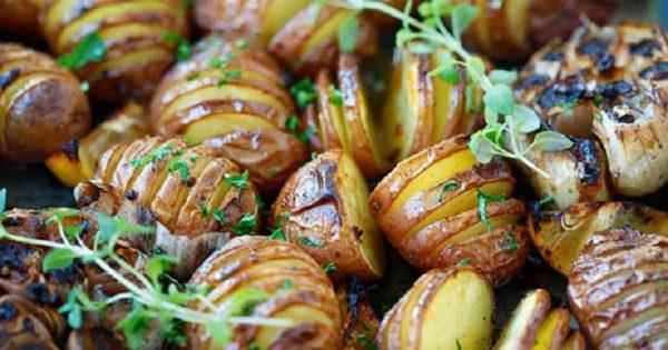 La receta del día: Patatas al horno con ajo. ¡Una delicia digna de un rey!