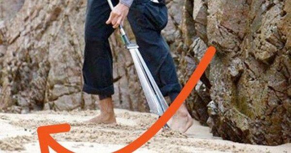Parecía un loco en medio de la playa, con un rastrillo en manos… Pero pronto vieron que delante de ellos estaba un genio.
