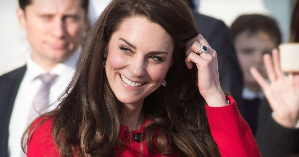 Kate Middleton conquistó la red con su baile, en una estación de Londres.