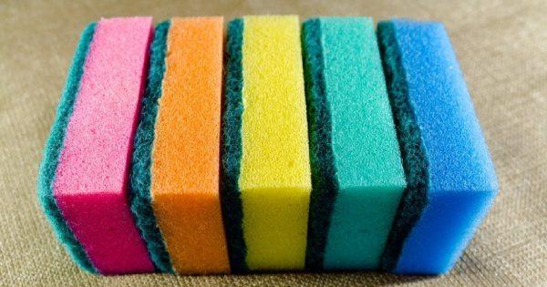 ¿Qué significan los diferentes colores de las gomaesponjas para lavar platos?