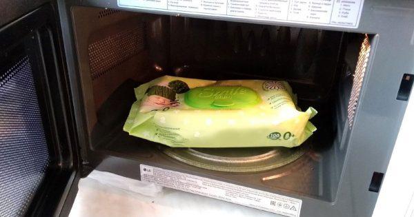 Limpiar el microondas con toallitas húmedas