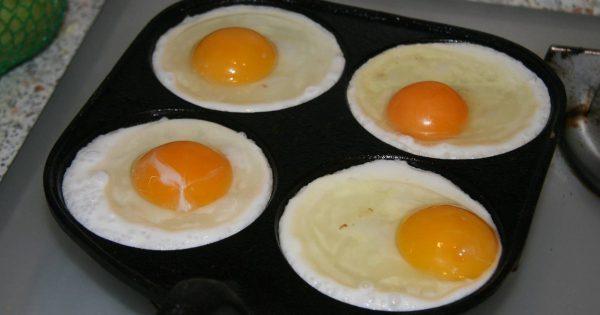 ¿Qué pasa si fríes huevos fritos en mantequilla?