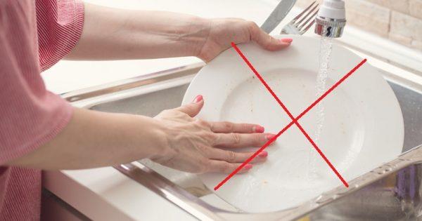 Lavar los platos en la casa de los amigos... ¿Qué tiene de malo?