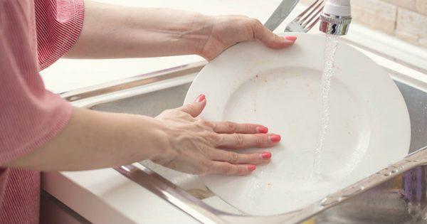 No hay que lavar los platos en casa de otros