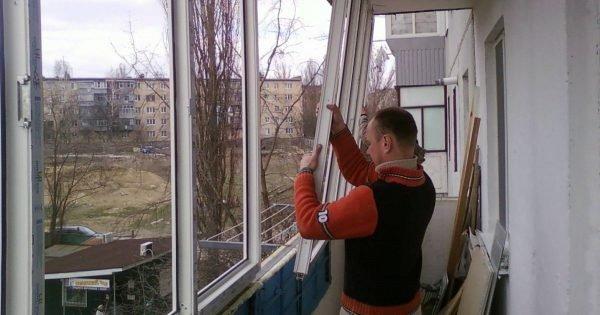 ¿Por qué la gente retira masivamente las ventanas de plástico?