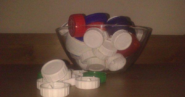¿Por qué en cada hogar español respetable hay una caja con tapas de plástico?