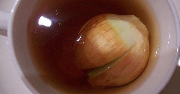 El viejo cortó la cebolla y la colocó en el té… ¡Cuando supe el por qué, no dude en probar su efectividad!