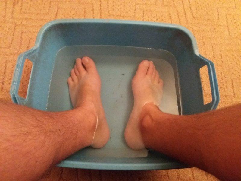 El hongo de las uñas en los pies que curar el alquitrán